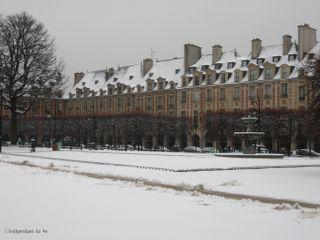 Lindependantdu4e_place_des_vosges_sous_la_neige_IMG_0691