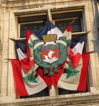 Lindependantdu4e_hoteldeville_drapeau_libanais_IMG_2065