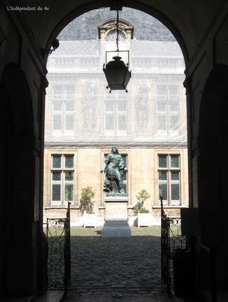 Lindependantdu4e_arnavalet_statue_de_louis_14_IMG_5669