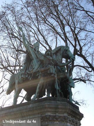 Lindependantdu4e_statue_de_charlemagne_IMG_0515