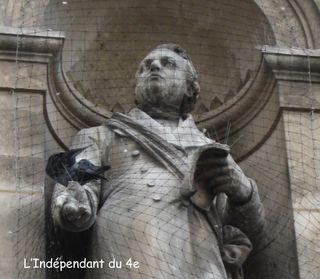 Lindependantdu4e_statue_hotel_de_ville_IMG_5780