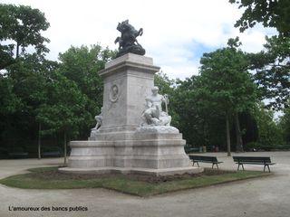 Lamoureuxdesbancspublics_square_barye_IMG_8374
