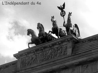Lindependantdu4e_porte_de_berlin_IMG_6826_n_b