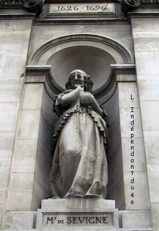 Lindependantdu4e_hotel_de_ville_statue_madame_de_sevigne_IMG_9204