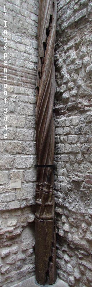 Lindependantdu4e_escalier_rue_chanoinesse_IMG_2500