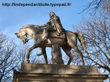 Lindependantdu4e_statue_de_louis__3